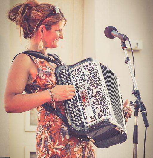 Peggy, accordéoniste en vendée - bobazar dans l'soufflet