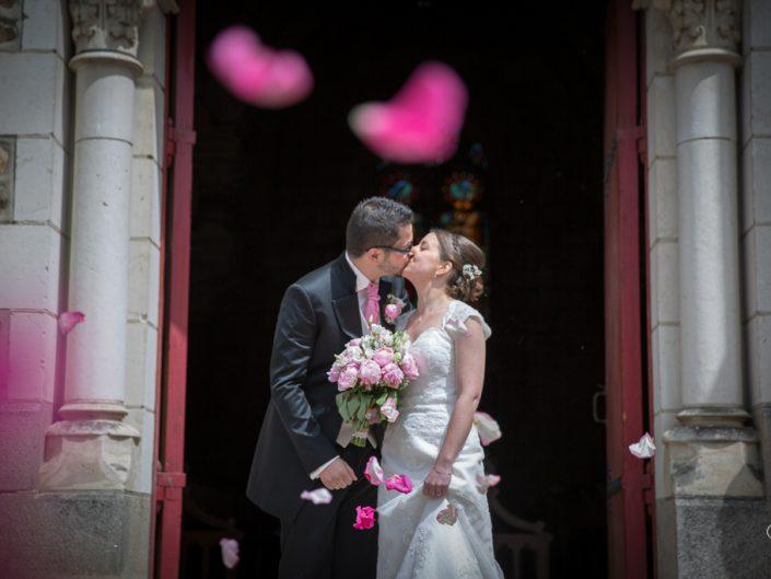 Sortie de l'église avec les mariés - particuliers (mariage)