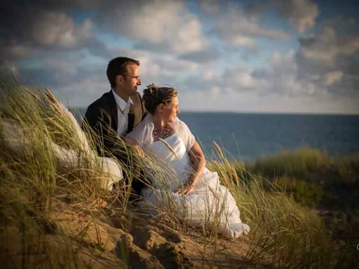 Pose photos dans les dunes au coucher du soleil