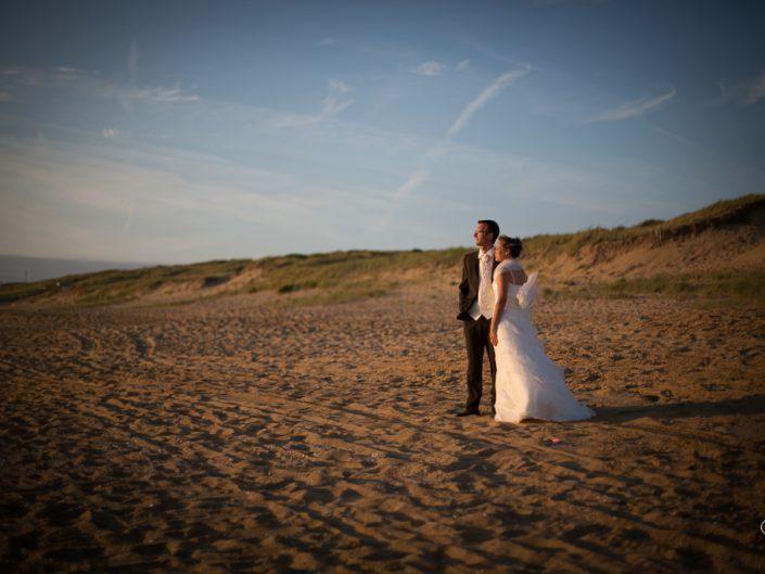 Pose photos au coucher du soleil pour nos mariés