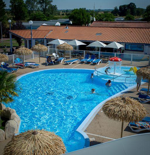 vue du haut des toboggans, piscine camping